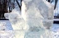 Maironio parką papuošė ledo skulptūros
