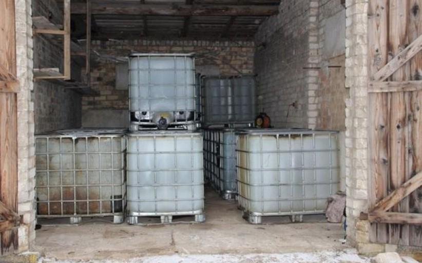Dviejų tonų dyzelino vagystė pareigūnus atvedė prie itin didelio kiekio nelegalių degalų sandėlio