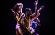 """Šokio teatro """"Aura"""" pasirodymas Šiluvos teatro bienalėje ir žmoniją jungiančios šaknys"""