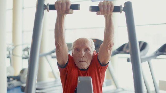 92-ejų senolis Zigmas: kartais sportuoju be išeiginių