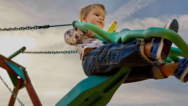 Klaipėdiečiai tėvai sumišę: savivaldybė užsimojo naikinti vaikų žaidimų aikšteles