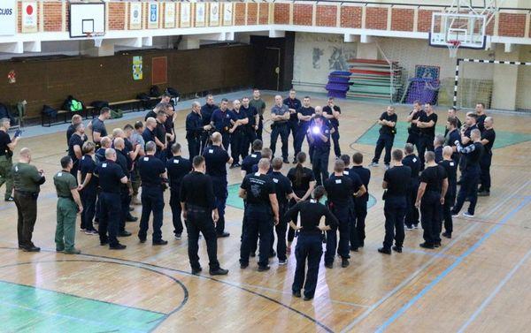 Policijos instruktoriai savo įgūdžius tobulino tarptautiniuose mokymuose