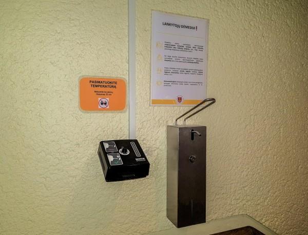 Klaipėdos miesto savivaldybės administracijoje įrengtas automatinis temperatūros matavimo aparatas