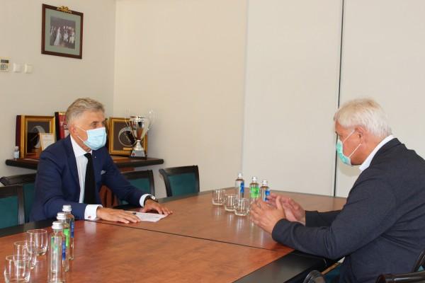 Klaipėdos miesto meras susitiko su Uosto vadovu: aptarta tarša, pavojinga krova ir polių kalimas
